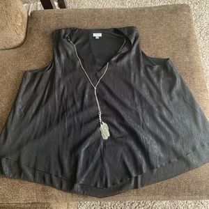 Avenue- blouse with chain attached. Size 22-24